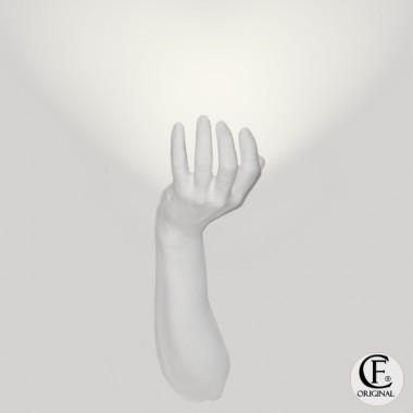 Applique in gesso contemporaneo a forma di avambraccio luce nel palmo